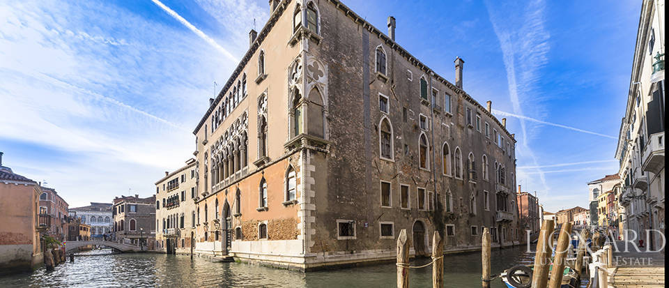 LIONARD LUXURY REAL ESTATE VENDE PRESTIGIOSO PALAZZO A VENEZIA